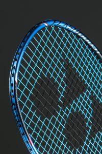 Zoom sur les technologies placées sur le haut de la raquette Voltric Flash Boost
