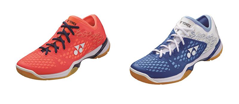 Les chaussures de badminton Power Cushion 03 Z sont disponibles en deux coloris: rouge et bleu et blanc.